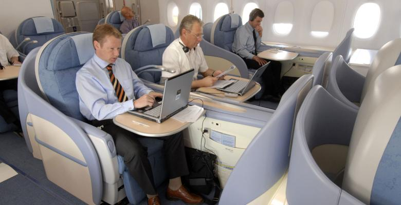 Wider Laptops Ban to Cost Passengers $1 Billion, Airlines Warn